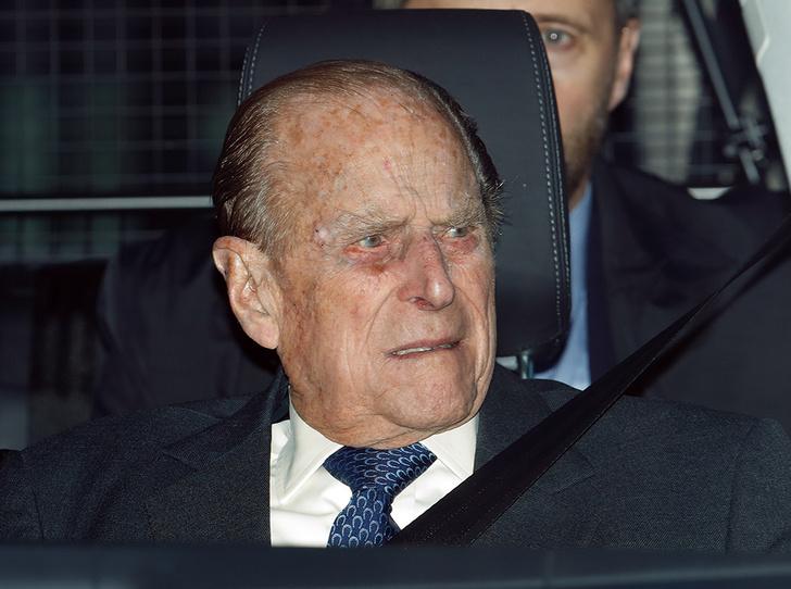 Фото №1 - Принц Филипп попал в аварию