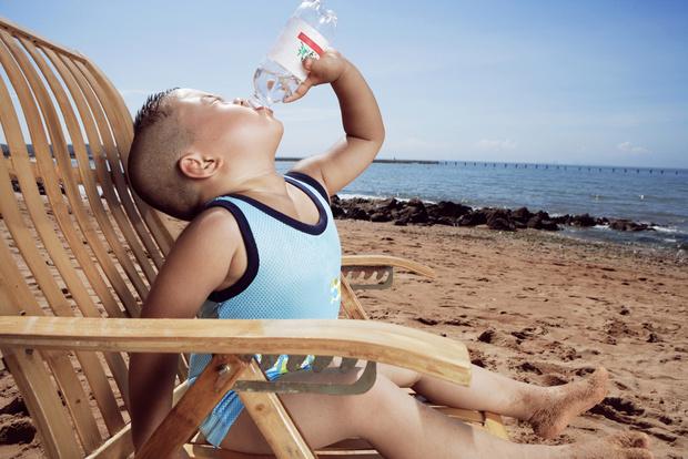 Фото №6 - Собираемся на пляж: 10 вещей, которые нужно взять для малыша