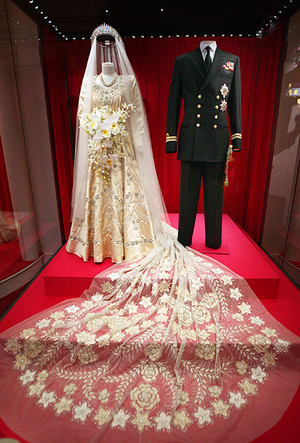 Фото №35 - 16 самых известных, красивых и дорогих свадебных платьев за всю историю