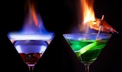 Фото №1 - Петербургские врачи призывают горожан не пить «огненные» коктейли