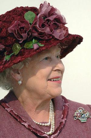 Фото №6 - Близко к сердцу: любимые броши Елизаветы II