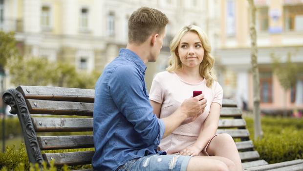Фото №1 - Почему фраза «выходи за меня замуж» унижает женщин
