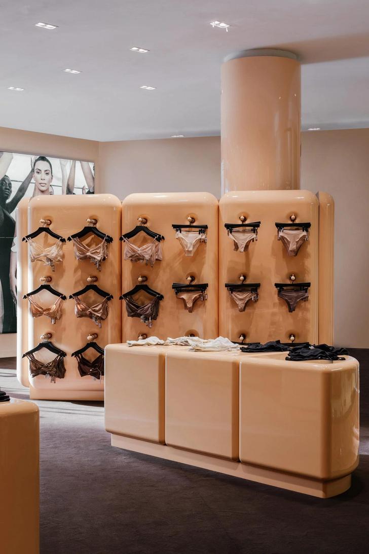 Фото №4 - Поп-ап бутик Ким Кардашьян в Париже