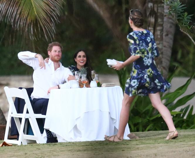 Фото №3 - Парный выход: Принц Гарри и Меган Маркл на свадьбе друзей