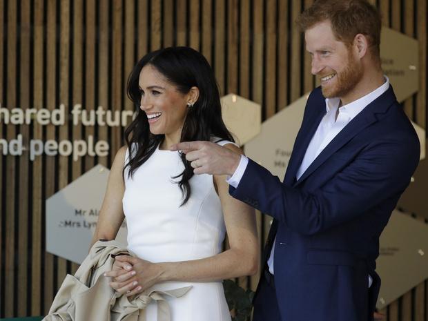 Фото №2 - «Он может научить только жаловаться»: в Сети высмеяли новую работу принца Гарри