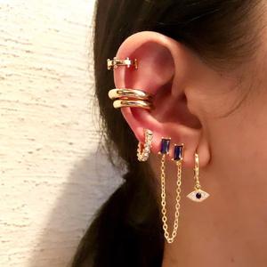 Фото №22 - 5 стильных способов носить каффы на ухо