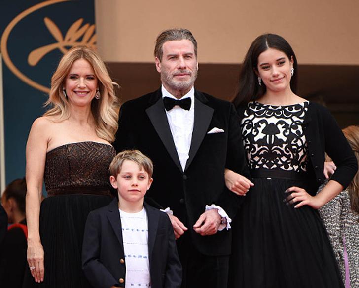Джон Траволта с женой и детьми