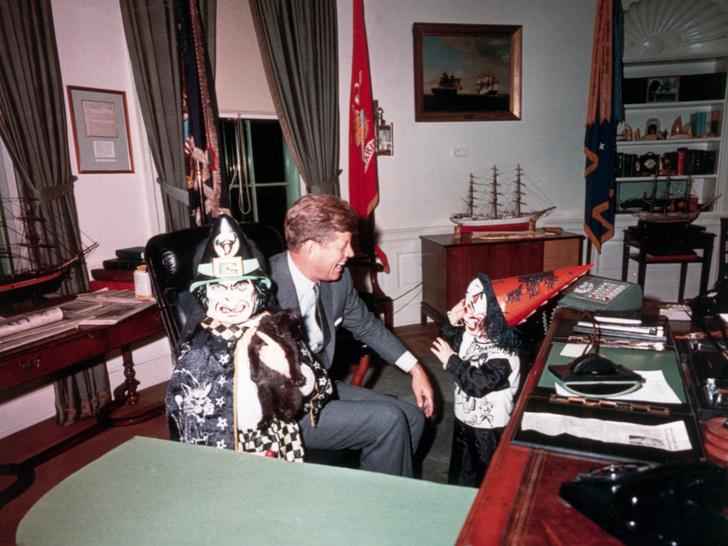 Фото №11 - Счастье на четверых: самые трогательные фото четы Кеннеди с детьми