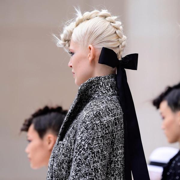 Фото №1 - Коса-ирокез: самый модный бьюти-тренд с подиума 😍