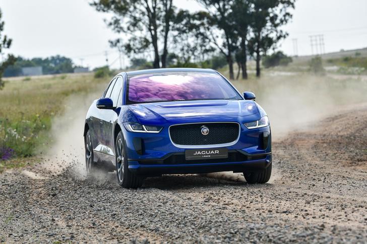 После понижения цена на Jaguar I-Pace начинается «всего» с 5 946 000 руб.
