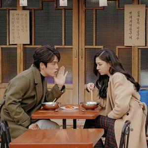 Фото №1 - «Не прикасайся к ней»: cкандальный роман Cо Е Чжи и Ким Чжон Хёна 💔