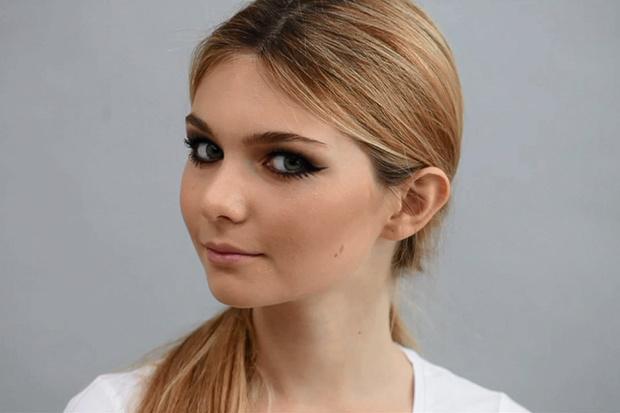 Фото №1 - Beauty-уроки Elle Girl: Как сделать макияж в стиле 60-х