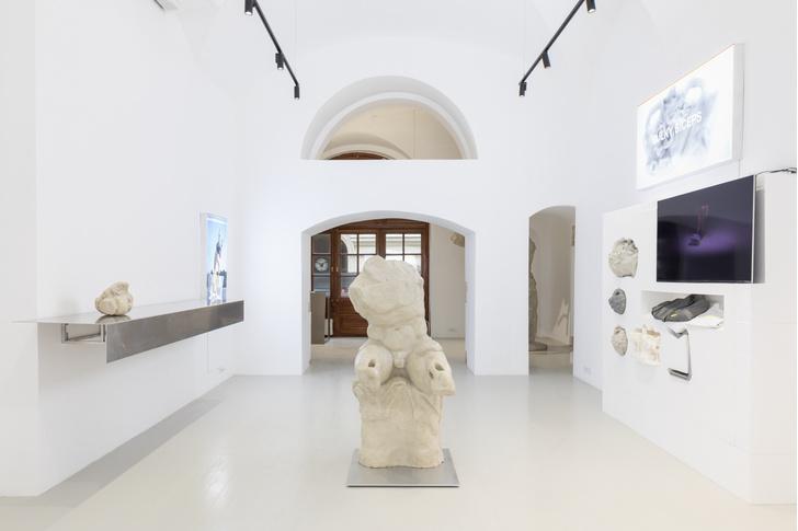 Фото №1 - Персональная выставка Александра Кутового в галерее Lazy Mike