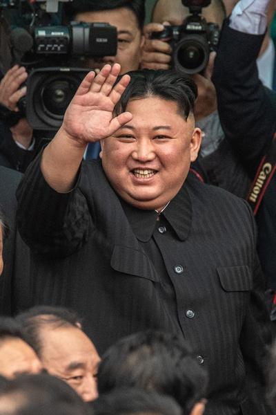 Фото №2 - Ким Чен Ын передал часть полномочий своей сестре Ким Е Чжон