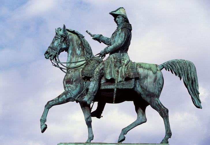 Фото №2 - Невиданное дело: как француз-простолюдин занял шведский престол