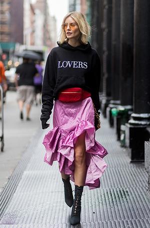 Фото №21 - Как носить самые модные юбки сезона: мастер-класс от звезд street style хроник