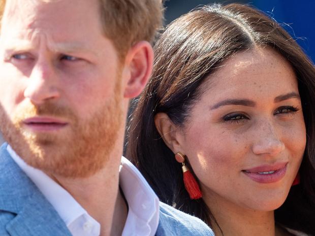 Фото №2 - Правда или ложь: действительно ли Меган не знала ничего о королевской семье до встречи с Гарри
