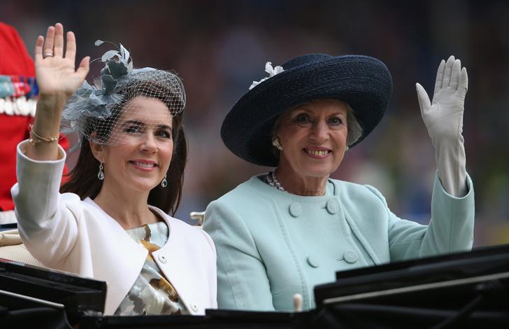 Фото №6 - Принцесса Дании рассказала о правильном королевском гардеробе (и намекнула на неудачный)