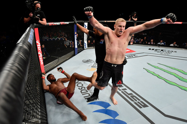 Фото №1 - Наш богатырь нокаутировал американского тяжеловеса в бою UFC за 2 минуты (видео)