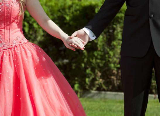 Фото №1 - Выбираем платье на выпускной на lamoda.ru