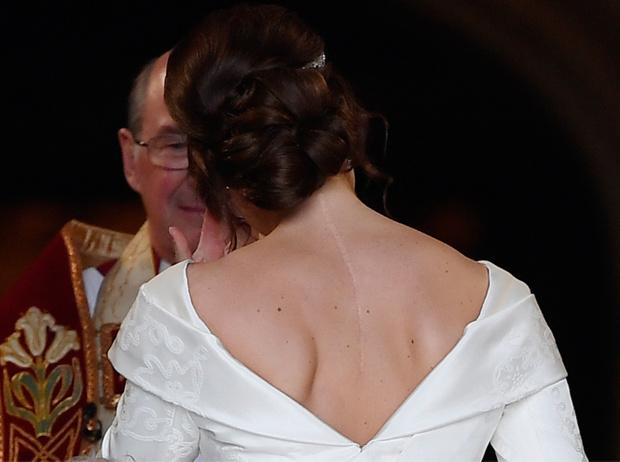Фото №12 - Почему свадебное платье принцессы Евгении было удачнее, чем у Меган Маркл