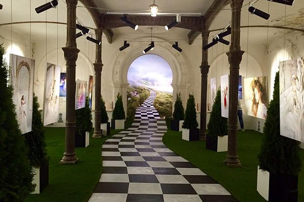 Фото №1 - На выставке «Алиса в стране чудес» проходят необычные квесты