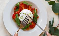 Буррата с томатами