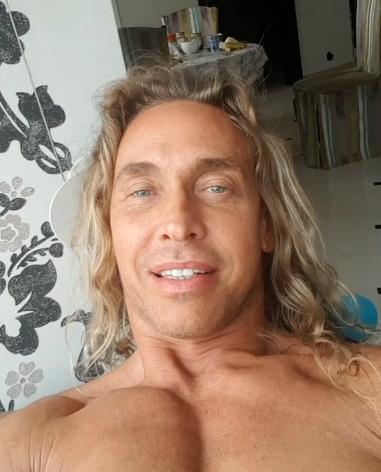 Фото №4 - 48-летний Тарзан вдруг помолодел, и его заподозрили в пластике
