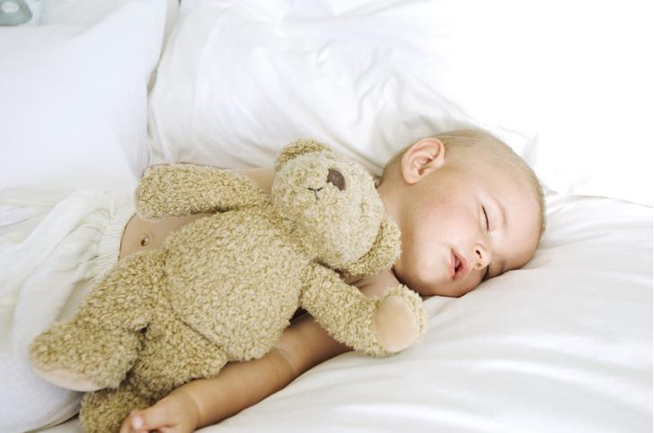 как уложить ребенка спать, как быстро уложить младенца спать, лайфхак для мам, видео