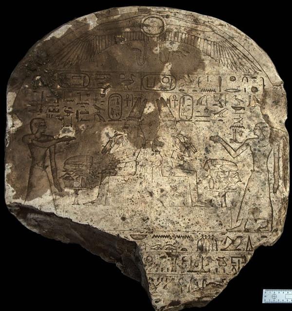 Фото №1 - В Египте обнаружена необычная каменная стела
