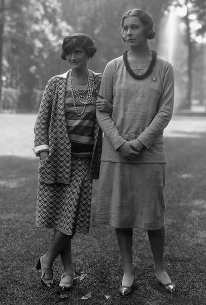 Фото №9 - Сумка-муфта и духи-деготь: как дом Chanel заставил мир полюбить Россию