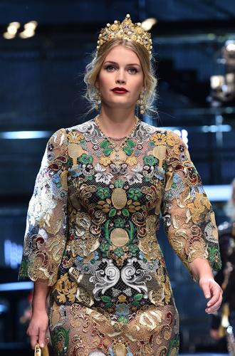Фото №10 - Голубая кровь на подиуме: наследницы британской короны в показе Dolce & Gabbana