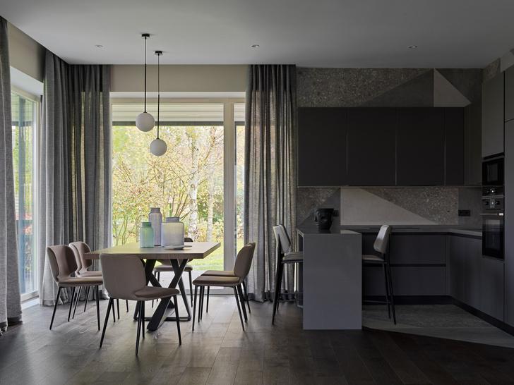 Фото №5 - Дом в Подмосковье 250 м² с камином и большими окнами