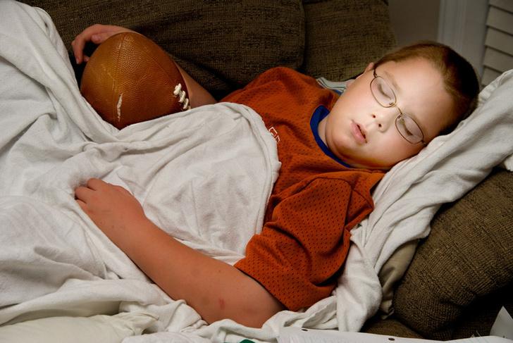 Фото №1 - Недосып у подростков приводит к ожирению после 20