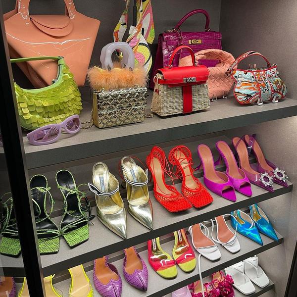 Фото №1 - Кайли Дженнер показала свою коллекцию туфель и сумочек 👠