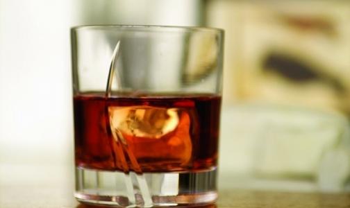 Фото №1 - Если много работать, можно стать алкоголиком
