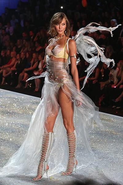 Фото №7 - Самые красивые «ангелы» Victoria's Secret