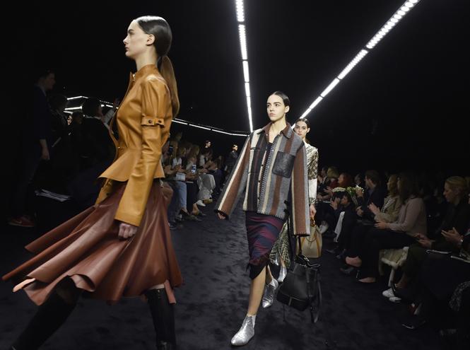 Фото №1 - Fashion director notes: главные акценты показа Loewe FW 2017/18