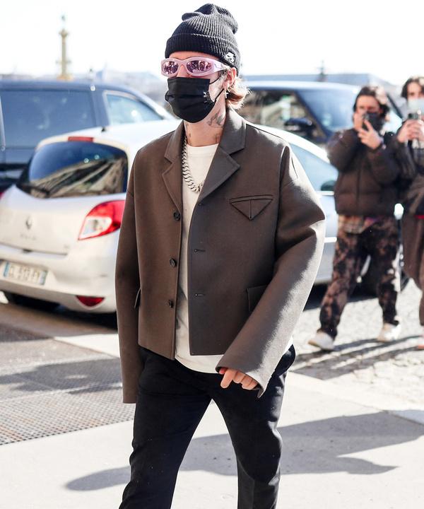 Пиджак идеального кроя, который вы захотите добавить в свой гардероб: показывает Джастин Бибер