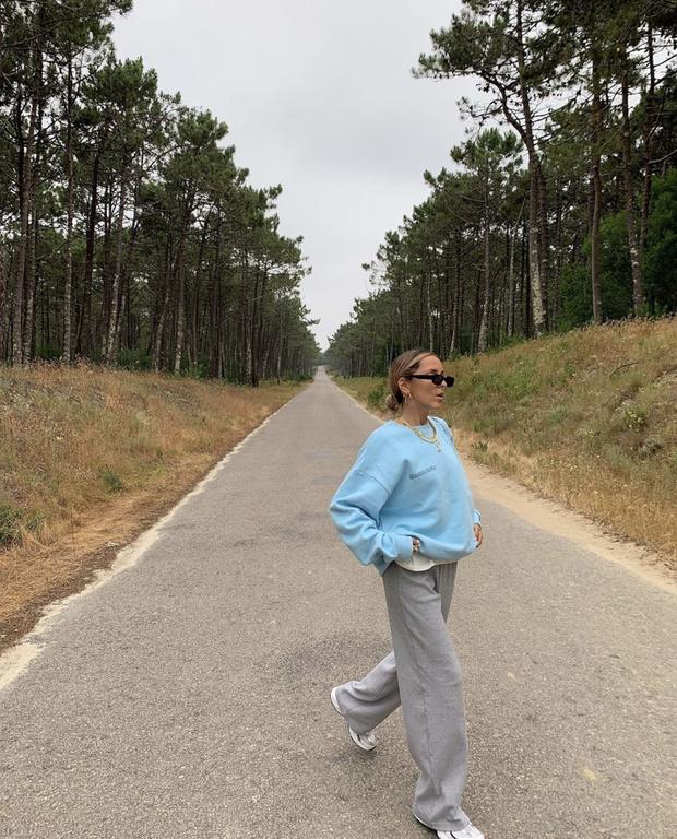 Фото №2 - Новое модное сочетание— серый + «осознанный» голубой: доказывает стилист София Коэльо