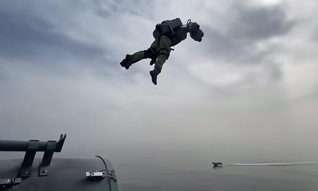 Фото №1 - Умопомрачительный полет морпеха на реактивном ранце