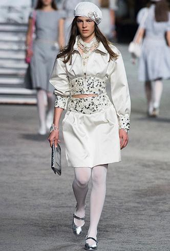 Фото №25 - 5 идей с показа круизной коллекции Chanel, которые пригодятся уже этим летом