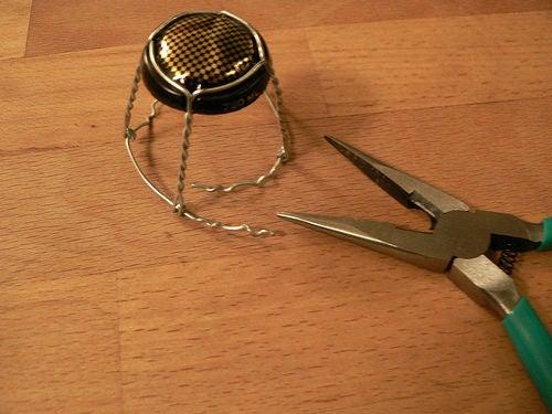 Фото №2 - Как сделать стульчик из пробки и проволочки от шампанского