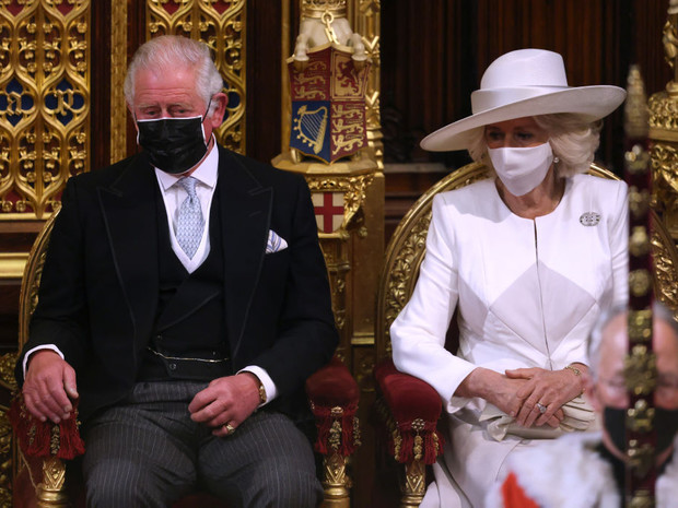 Фото №2 - Тревожный знак: почему все обсуждают язык тела принца Чарльза во время последнего выхода
