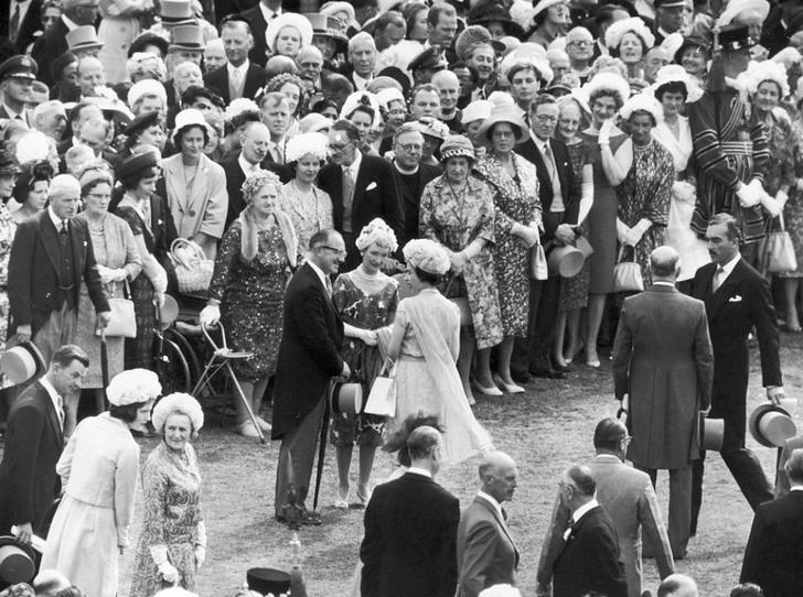 Фото №2 - Садовники и садовницы: королева Елизавета провела чисто английскую вечеринку
