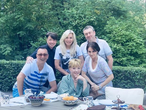 Фото №2 - Пугачева убрала волосы от лица, и стало заметно, как сильно она похудела