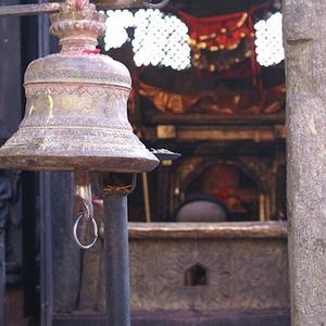 Фото №1 - В Непале вспотела статуя индуистского бога