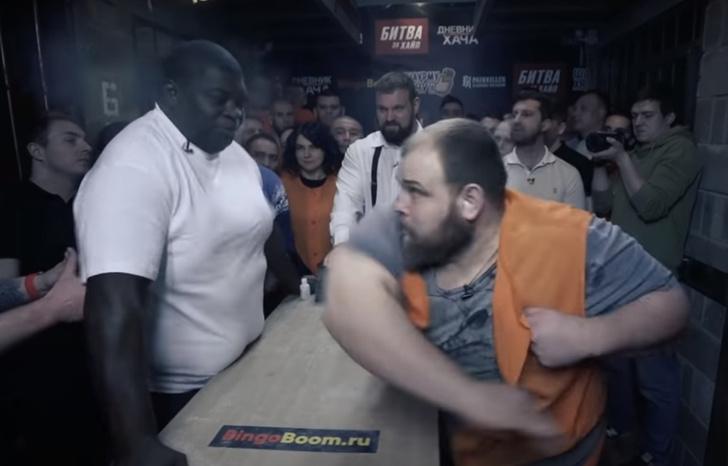 Фото №1 - Битва пощечин: «Пельмень» против 200-килограммового экс-соперника Федора Емельяненко