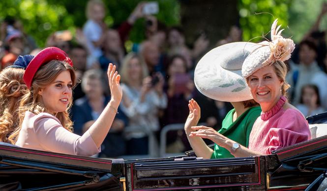 Фото №7 - Trooping the Colour 2018: Меган Маркл, Кейт Миддлтон и другие члены королевской семье на ежегодном параде