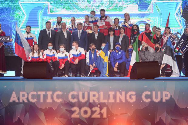 Фото №1 - Лед и пламя: в Дудинке прошел Международный турнир по керлингу Arctic Curling Cup 2021